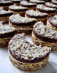 Ořechové půlměsíčky s čokoládou - Trending Recipes Albanian Recipes, Bosnian Recipes, Croatian Recipes, Czech Desserts, Sweet Desserts, Sweet Recipes, Baking Recipes, Cookie Recipes, Dessert Recipes