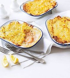 A British classic in mini one person servings, this fish pie recipe takes just 20 minutes to put together. Shellfish Recipes, Seafood Recipes, Cheesy Leeks, Prawn Fish, Pie Recipes, Cooking Recipes, Crab And Lobster, Fish Pie, Midweek Meals