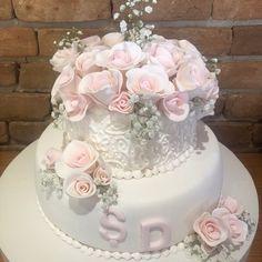 Nişan Pastası. Renkli Tatlar Cafe Patisserie. İletişim 0258 211 44 44 www.renklitatlar.com.tr Fancy Birthday Cakes, Happy Birthday, Elegant Cakes, No Bake Cake, Cake Designs, Bunt, Wedding Cakes, Flora, Romantic