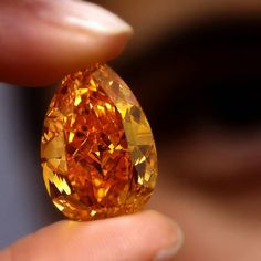 #TBT to November 2013 and the ORANGE: the largest Fancy Vivid Orange diamond in…