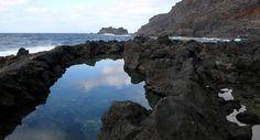 Pozo de las Calcosas (El Hierro, Islas Canarias) Tenerife, How To Grow Taller, Canary Islands, Beautiful Places, Spain, Beach, Water, Travel, Outdoor