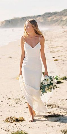 In general, the choice of beach wedding dresses is endless. Such a romantic type wedding is much deserving of a simple sexy wedding dress. Long Sleeve Wedding, Wedding Dress Sleeves, Wedding Gowns, Wedding Ceremony, Wedding Tables, Simple Sexy Wedding Dresses, Beautiful Dresses, Hawaiian Wedding Dresses, Bride Dress Simple