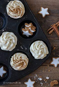 Rezept für Zimtstern-Muffins. Ein nussiger Muffin mit Frischkäse-Mascarpone-Frosting mit Zimtaroma. Supereasy und schnell zubereitet. Weihnachtsmuffins.