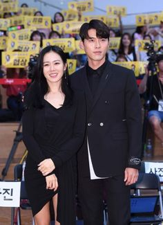Son Ye-jin (left) and Hyun Bin take a selfie at a showcase for their new film, 'The Negotiation', in Seoul on Monday. Korean Actresses, Asian Actors, Actors & Actresses, Korean Celebrities, Celebs, Walking In The Rain, Netflix, Korean Couple, Hyun Bin
