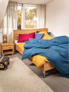 Micasa Schlafzimmer mit Bett (in verschiedenen Grössen erhältlich) und Nachttisch aus dem Programm HANSEN Comforters, Blanket, Furniture, Home Decor, Home Decoration, Nightstand, Random Stuff, Bed, Bedroom