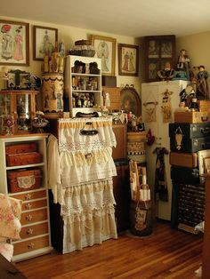 The Rustic Victorian's sewing room craft room idea Vintage Sewing Rooms, Sewing Room Decor, Sewing Spaces, Sewing Room Organization, My Sewing Room, Craft Room Storage, Fabric Storage, Craft Rooms, Sewing Box