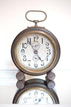 SaleVintage ClockClock Vintage Wind Up  Round by BreesTreasures, $60.00