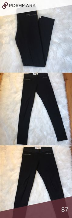 Aeropostale black zipper leggings Aeropostale black zipper leggings. Front features two zippers on the hips. Both are just for decoration and not pockets. Size small. Excellent used condition. Worn handful of times. No rips, tears or stains. Aeropostale Pants Leggings
