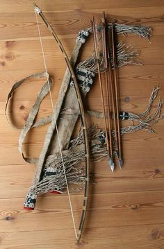 Basic crafted bow and arrow Stone arrow heads crafted from stones on the coast, stick crafted from branch, feathers from birds. Traditional Bow, Traditional Archery, Archery Bows, Archery Hunting, Crossbow Hunting, Arte Tribal, Longbow, Mountain Man, How To Make Bows
