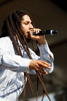 Image of Julian Marley Reggae Concerts, Reggae Music, Julian Marley, Bob Marley Pictures, Marley Family, Reggae Artists, Robert Nesta, Male Hairstyles, Nesta Marley
