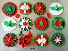 #KatieSheaDesign ♡❤ ❥ Traditional Christmas Cupcake Toppers - by miettes @ CakesDecor.com - cake decorating website