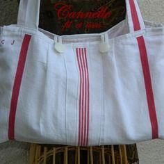 Sac cabas - anciens torchons en lin rouge et blanc - monogramme CJ. Confectionné par Cannelle-fil-et-tissu