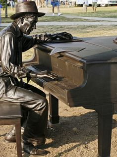 Love my Hoagie Carmichael. He was a great composer. I loved passing by the statue on campus. Jazz Composers, Hoagy Carmichael, Jazz Standard, Bloomington Indiana, Grand Foyer, Georgia On My Mind, Indiana University, Bronze, History