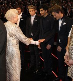 November 2012 - One Direction & the Queen of England