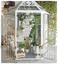I managed that my flower shop finally has doors * g * So that it . I managed that my flower shop finally has doors * g * So that it is not so cold inside * g * Güldenes Miniature Plants, Miniature Rooms, Miniature Fairy Gardens, Miniature Houses, Victorian Dollhouse, Diy Dollhouse, Dollhouse Miniatures, Fairy Lanterns, Garden Lanterns