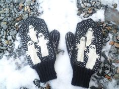 Ravelry: Hattivatti-lapaset / Hattifattener Mittens pattern by Soile Knitting For Kids, Knitting Projects, Knitting Patterns, Tove Jansson, Mittens Pattern, Wrist Warmers, Design Crafts, Ravelry, Knit Crochet