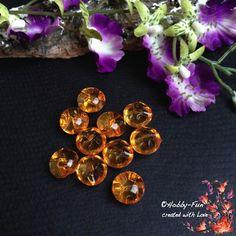 """10 halbrunde Arylperlen """"Orange"""". Diese Perlen sind halbrund, die andere Seite hat Riffelungen. Aussergewöhnich auch zum Verarbeiten durch das oben liegende Fädelloch. Für viele kreative Ideen geeignet. Diese Perle ist eine Augenweide an jedem Dekollteé."""