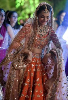 A-Line Wedding Dresses Collections Overview 36 Gorgeou… Indian Bridal Outfits, Pakistani Wedding Outfits, Indian Bridal Lehenga, Pakistani Wedding Dresses, Dress Indian Style, Indian Dresses, Bridal Lehenga Collection, Desi Wedding Dresses, Designer Bridal Lehenga