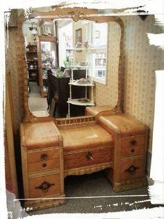 Waterfall Vanity Vanity Room, Vanity Set, Antique Furniture, Cool Furniture, Makeup Beauty Room, Waterfall Furniture, Vanity Table Vintage, Dressing Tables, Old Dressers
