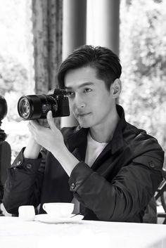 高清壁紙 胡歌:娛樂圈中的一股清流 - 每日頭條 Nirvana In Fire, Hu Ge, Chinese Man, Asian Hotties, Cat Dad, How To Take Photos, Family Photos, Handsome, Take That