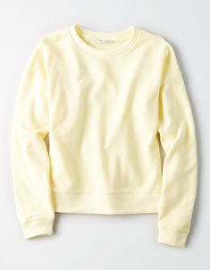 Keep cozy in Hoodies & Sweatshirts for Women at American Eagle. Choose oversized hoodies, cropped sweatshirts, and more, all designed in super soft fabrics like Sherpa and fleece. Cute Comfy Outfits, Pretty Outfits, Popular Outfits, Costume Collection, Cool Shirts, Sweatshirts, Hoodies, My Style, Crew Neck Sweatshirt Outfit