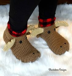 Moose Slippers - Adult Crochet pattern by Sonya Blackstone Join the Blackstone Designs Crochet Shoes, Crochet Slippers, Crochet Dresses, Crochet Scarves, Crochet Gifts, Crochet Baby, Funny Crochet, Crochet Christmas Gifts, Holiday Crochet