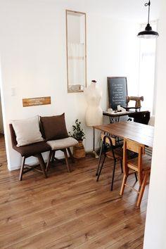 「おうちカフェ空間」。インテリア実例と部屋づくりのコツやポイントに加え、インテリア・家具の予算情報やまた使用されているアイテムの情報、販売店やメーカー情報などもご紹介します。10087