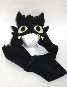 Hey, I found this really awesome Etsy listing at https://www.etsy.com/listing/180576340/toothless-the-dragon-inspired-fleece
