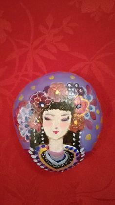 Isadora- muse fleurs- peinture sur galet