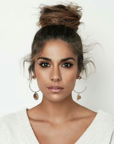Hair Muse: Pia Miller by Steven Chee for InStyle Australia May 2017 Gorgeous Makeup, Love Makeup, Makeup Looks, Hair Makeup, Beauty Make-up, Beauty Hacks, Hair Beauty, Amanda Crew, Cute Bun Hairstyles
