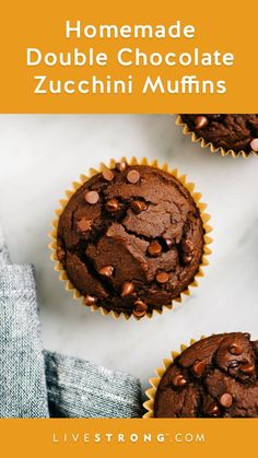 This double chocolate zucchini muffin recipe combines cocoa and chocolate chips for a double dose of chocolaty goodness. Easy Snacks, Healthy Snacks, Healthy Recipes, Baby Recipes, Breakfast Healthy, Healthy Eats, Zucchini Muffin Recipes, Recipe Zucchini, Double Chocolate Zucchini Muffins