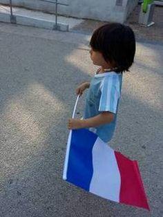 La France a évité le pire, et c'est tant mieux !!! Je suis content d'envisager que ceux qui représentaient la Gauche ou la Droite, n'existent plus. Ils venaient tous du même moule, et n'ont pris leur direction qu'en fonction de leur intérêt personnel......
