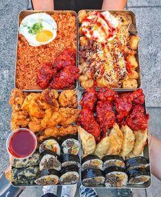 "Beautifully plated quadrant of Korean street food 👀& Kimchi fried rice, bulgogi tater tots, fried…"" I Love Food, Good Food, Yummy Food, Healthy Food, K Food, Food Porn, Food Platters, Food Dishes, Korean Street Food"