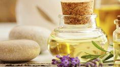 Lavendelöl können Sie ganz einfach selber machen. Ein Rezept mit den nötigen Zutaten, die Sie dazu benötigen sowie Anwendungsideen des Öls, finden Sie hier.