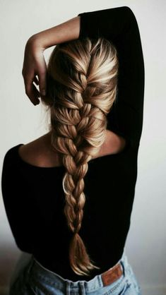 French braid hairstyles are very trendy and fashionable. They are easy to make and carry. In different hairstyles, it is best to choose a hairstyle suitable for hair texture and length. French braid hairstyles are also the eternal classic hairstyle, French Braid Hairstyles, Pretty Hairstyles, Easy Hairstyles, Amazing Hairstyles, Wedding Hairstyles, Hairstyle Braid, Princess Hairstyles, Hairstyles 2016, Latest Hairstyles