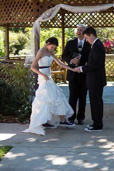 Wearing Converse at a wedding how cute!