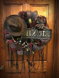 Creepily Stunning DIY Halloween Wreath Ideas - Real Time - Diet, Exercise, Fitness, Finance You for Healthy articles ideas Scary Halloween Wreath, Halloween Home Decor, Outdoor Halloween, Halloween Horror, Diy Halloween Decorations, Holidays Halloween, Halloween Crafts, Happy Halloween, Haunted Halloween