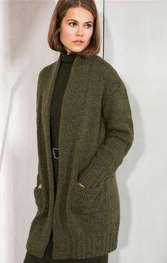 Gratisanleitung Stricken für einen gemütlichen Cardigan mit Taschen, perfekt für einen Spaziergang / free knitting pattern for an oversized cardigan with via lanagrossa.de
