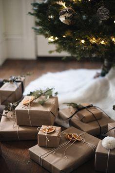 Christmas Style, Cozy Christmas, Christmas Morning, Christmas Crafts, Christmas Decorations, Christmas Present Wrap, Christmas Gift Wrapping, Gift Wraping, Christmas Interiors