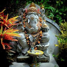 """Aum Shri Ganeshaya Namah: - """"Louvor a Lord Ganesha"""". Este é o mantra de oração, amor e adoração. Ele é cantado para obter as bênçãos de Ganesha para a partida positivo de um projeto, trabalhar ou simplesmente para oferecer-lhe o elogio."""