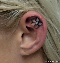 ear tattoo with piercing. if I didn't hate that piercing on my ear (hurts) I would have done something like this. Piercing Tattoo, Piercing Implant, Ear Piercings, I Tattoo, Yakuza Tattoo, Rook Piercing, Samoan Tattoo, Polynesian Tattoos, Cartilage Earrings