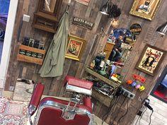 """Résultat de recherche d'images pour """"salon de coiffure barbier decoration en bois"""""""