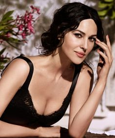 Monica Bellucci Shows Us How To Sex-Up Neutral Makeup