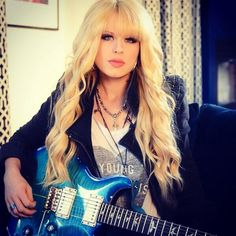 Orianthi Female Guitarist, Female Singers, Prs Guitar, Women Of Rock, Rocker Girl, Guitar Girl, Music Pics, Metal Girl, Up Girl
