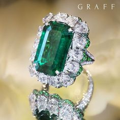 💚An exceptional carat emerald cut Colombian emerald ring, incorporating carats of the finest diamonds, showcases Graff Diamonds's ability to create classic yet contemporary designs that. Graff Jewelry, Emerald Jewelry, Gems Jewelry, High Jewelry, Luxury Jewelry, Diamond Jewelry, Jewelery, Emerald Rings, Ruby Rings