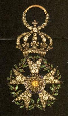 Arts décoratifs Premier Empire - Etoile de la Légion d'Honneur en diamants, par Nitot, ayant appartenu à l'Empereur Napoléon 1er ; commandée pour son mariage avec l'Impératrice Marie-Louise en 1810 (193 diamants - 126 émeraudes). Acquis en 2004 par un collectionneur français, pour 231 000€.