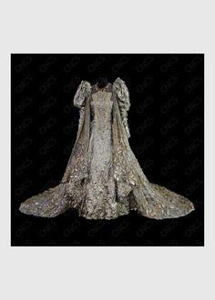 """Costume of Isabelle, Princesse de Sicile, from the 1985 Opéra National de Paris production of """"Robert le Diable""""."""