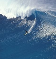 What a beautiful monster of a wave seen at Phantoms, off of the north shore of Oahu. Photo by Sean Davey for Getty Images. #bigwaves #Hawaii