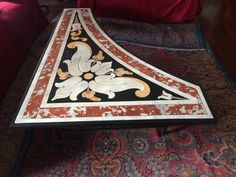Catawiki, pagina di aste on line  Tavolo irregolare in marmo intarsiato con base in ferro battuto - Italia