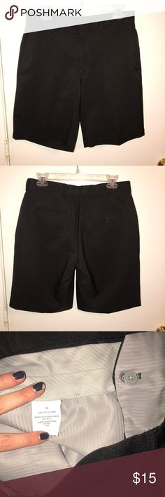 Men's Louis Raphael Black Golf Shorts In excellent condition. Hardly worn, if at all. Perfect for golfing or for casual wear for any occasion🍍 Louis Raphael Shorts